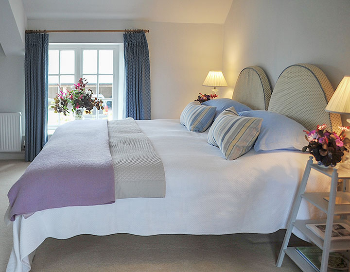 The Blue Room - luxury double gust en-suite at Middle Farm House B&B near Bruton