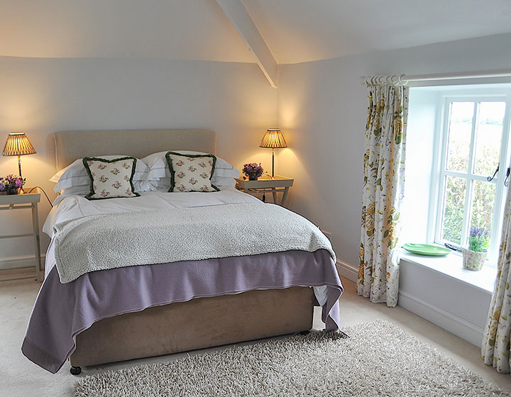 The Yellow Room - luxury double gust en-suite at Middle Farm House B&B near Bruton